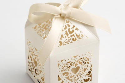 Ivory Filigree Heart Favour Boxes